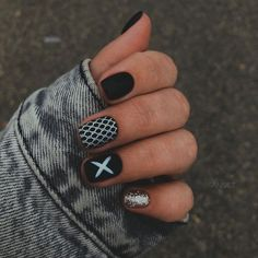 The black nail designs are stylish. Black nails are an elegant and chic choice. Color nails are suitable for… Cute Nail Art, Cute Nails, Pretty Nails, Black Nail Designs, Nail Art Designs, Outfit Stile, Gradient Nails, Holographic Nails, Stiletto Nails