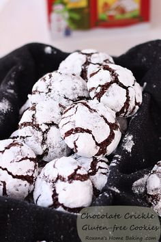 Chocolate crinkle gluten-free cookies recipe roxanashomebaking.com