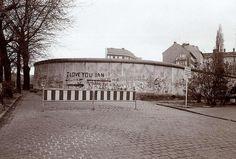 2171 Schmierereien auf der westlichen Seite der Berliner Mauer in Neukölln.