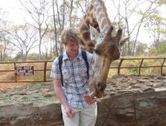 I must feed a giraffe someday!!