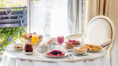 Paris Destination, Paris Food, Hotel Lounge, Champs Elysees, Paris Hotels, Four Seasons Hotel, Beautiful Hotels, Mediterranean Style, Coffee Break