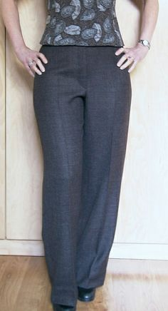 Nice waistband in these.   These pants are at least the fourth pair in my closet made from Vogue 7881, a Claire Shaeffer pattern.     They are plain, comfortable, and versatile.  What's not to like?