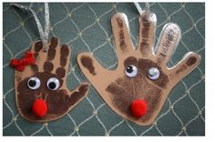 Reindeer handprint ornaments - Great pre-Christmas craft to do with the kids! Preschool Christmas, Noel Christmas, Christmas Activities, Christmas Crafts For Kids, Christmas Projects, Winter Christmas, Christmas Themes, Holiday Crafts, Holiday Fun