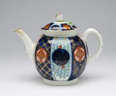 Teapot and Cover Made by Worcester porcelain factory c. 1770