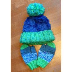 Materiál: na čiapku - 50 g (1 klbko) priadze CASSIOPEIA farba 55 - modrá 50 g priadze BRAVO - neónová zelená č. 8233 50 g priadze GLANZPERLE - tyrkysová č. 1439 na rukavice - zvyšná priadza po upletení čiapky - BRAVO - neónová zelená č. 8233, modrá 8195, modrá mouliné 8182 a GLANZPERLE - tyrkysová č. 1439 Veľkosť: obvod hlavy - 50 - 52 cm, vek 4 - 7 rokov Ihlice: kruhové č. 4 dĺžky 60 cm, ponožkové č. 5,5, ponožkové č. 3,5 SÚPRAVA NA BRMBOLCE Čiapka: Na kruhovú ihlicu č. 4 nahodíme 64 očie G 1, Knitted Hats, Knitting Patterns, Winter Hats, Homemade, Children, Blog, Advent, Originals