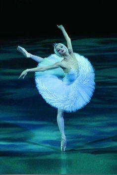 "<< Ulyana Lopatkina (Mariinsky Ballet) in ""Swan Lake"" # Photo © Mikhail Logvinov>>"