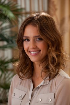 Image uploaded by Lolyy. Find images and videos about hairstyle, short hair and jessica alba on We Heart It - the app to get lost in what you love. Divas, Jessica Alba Pictures, Natural Beauty Remedies, Actress Jessica, Glamour, Hot Brunette, Flawless Skin, Celebs, Celebrities