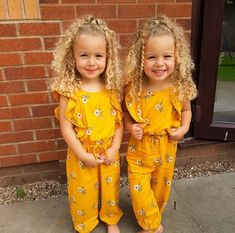 adorable girls and their curls are here to brighten up the day ☀️☀️ . adorable girls and their curls are here to brighten up the day ☀️☀️ . Twin Baby Girls, Twin Babies, Cute Baby Girl, Baby Kids, Cute Mixed Babies, Cute Babies, Beautiful Children, Beautiful Babies, Beauty Standards