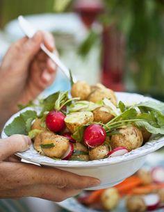 Kartoffelsalat mit frischen Radieschen | http://eatsmarter.de/rezepte/kartoffelsalat-122