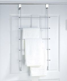 Keep bathrooms clean and classy with the help of this handy organizer. Simply elegant, this towel hanger features five bars and easily fits over doors for instant installation.
