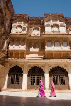 Rajasthan Heritage Tour – Book an Incredible India Tour Indian Architecture, Beautiful Architecture, Beautiful Castles, Beautiful Buildings, Delhi Market, Essence Of India, Indian Aesthetic, Agra Fort, Jain Temple