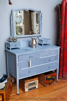 Miss Mustard Seed's Milk Paint Dried Lavender. The framework is finished in White Wax and the drawers are in clear beeswax; at knot too shabby