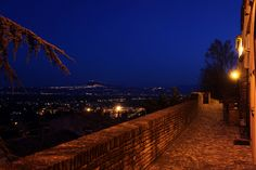 Santarcangelo by night. #santarcangelo #santarcangelodiromagna #romagna #emiliaromagna#italy #theoldtown #italia #italy