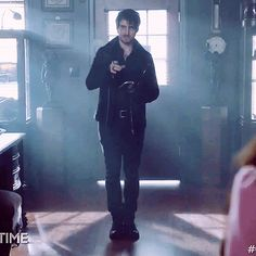 I find his feet being pressed together really funny Hook Ouat, Killian Hook, Killian Jones, Abc Tv Shows, Great Tv Shows, Ouat Season 7, Once Upon A Time Funny, The Dark One, Hook And Emma