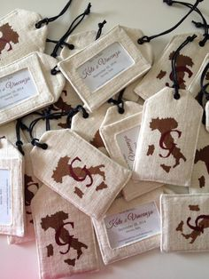 42 Wedding Favors Your Guests Will Actually Want | Love + Fest ...