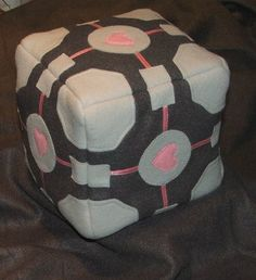 hihihiii...the companion cube :)
