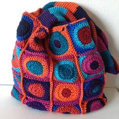 gehaakte tassen - jellina-creations.  Fabulous colors, fabulous blog!