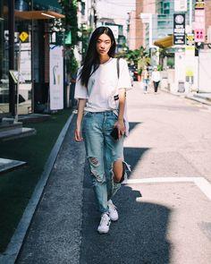 "echeveau บน Instagram: ""Womens Street Style Photo By echeveau Model @_kimseunghee_ #Echeveau #streestyle #streetfashion #streetsnap #fashion #ootd #Outfits #스트릿패션 #스트리트패션 #데일리룩 #모델"""