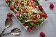 Diesen Kichererbsen-Salat mit Zucchini und Schafskäse habe ich schnell nach der Arbeit auf den Tisch gebracht. Denn ich hatte wenig Zeit und großen Hunger.