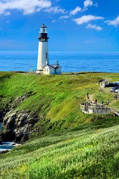 Beautiful lighthouses in Oregon Lighthouse Lighting, Lighthouse Painting, Lighthouse Pictures, Lighthouse Gifts, Jeddah, Lighthouses In Oregon, East Coast Lighthouses, Lac Michigan, Split Rock Lighthouse