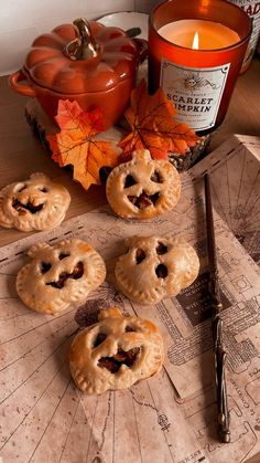 Fete Halloween, Halloween Inspo, Halloween Desserts, Halloween Cupcakes, Fall Desserts, Halloween Treats, Halloween Decorations, Halloween Baking, Halloween Party Ideas