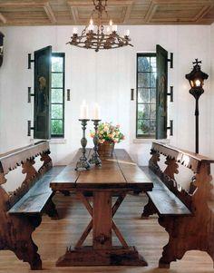 San Antonio home of antiques dealer and interior designer Linda Keenan. Veranda