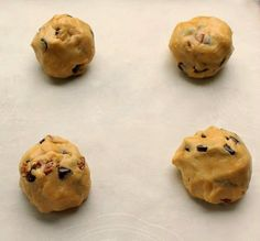 Bunny's Warm Oven: Bakery Style Chocolate Chip and Pecan Cookies