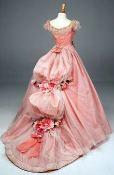 ifwewerefeckless:    annadoll2001:    1880's ballgown    This is the most beautiful dress I have ever seen
