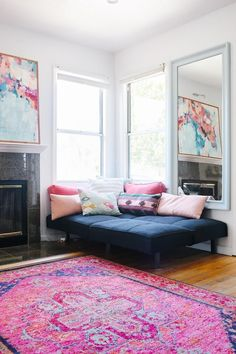tapete-rosa-canto-chaise-azul-almofadas-coloridas