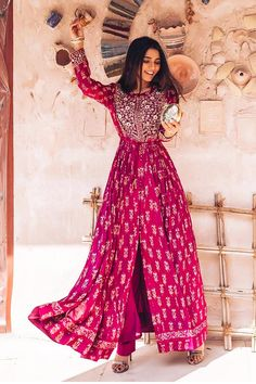 Indian Gowns Dresses, Indian Fashion Dresses, Dress Indian Style, Indian Designer Outfits, Pakistani Dresses, Pakistani Bridal, Fashion Outfits, Anarkali, Lehenga
