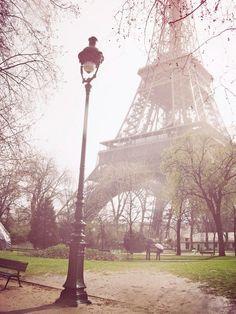 la tour Eiffel basked in pink light -perfectly capturing that magical feeling of Paris! Tour Eiffel, Torre Eiffel Paris, Paris 3, Paris Love, Pink Paris, Paris Summer, Dream Vacations, Vacation Spots, Paris Illustration
