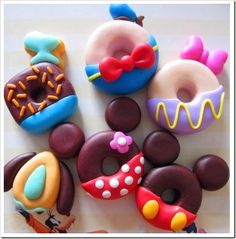 Find images and videos about cute, food and sweet on We Heart It - the app to get lost in what you love. Cute Donuts, Mini Donuts, Mickey Mouse Clubhouse Birthday Party, Minnie Mouse Party, Daisy Duck Party, Square Donuts, Comida Disney, Donut Decorations, Homemade Donuts
