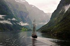 God Morgen.  Bildet er tatt fra fergen som går fra Gudvangen til Kaupanger. Dette er fra Nærøyfjorden som står på UNESCO sin verdensarvliste. Photography by©Torbjørn Milje