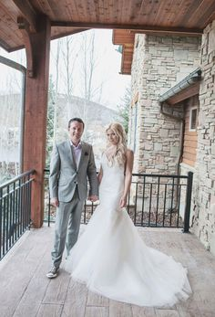 Park City Utah Wedding // All White Wedding // Winter Wedding // Real Weddings: A White Veil Occasion | Utah Bride & Groom  www.kristinaleephotography.com