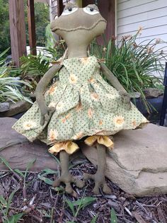 Primitive Stuffed Frog Doll by BeaverBoutiquePrim on Etsy, $25.00