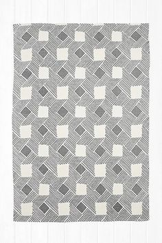 Joanna 5x7 Rug in Grey - Urban Outfitters