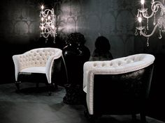 sillones en dormitorio blanco y negro