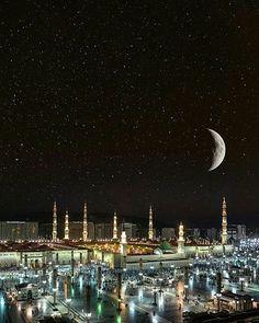 Rasullullah ﷺ said: مَنْ صَلَّى علَىَّ وَاحِدَةً صَلَّى اللَّهُ عَلَيْهِ عَشْرًا One who sends one durood upon me, اللَّهُ will bless him ten fold. (Muslim)