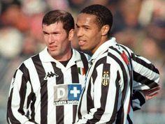 Henry junto a Zidane, en un partido de la Juve