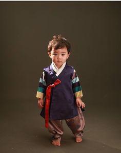 37 Ideas fashion kids korean traditional clothes for 2019 Korean Hanbok, Korean Dress, Korean Outfits, Trendy Outfits, Korean Traditional Dress, Traditional Fashion, Traditional Dresses, Korean Fashion Trends, Trendy Fashion