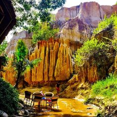 Life is good so lets deck the tables and enjoy it in style  - - - - #tripgourmets #experienceeverything #mytinyatlas #flashesofdelight #openmyworld #abmtravelbug #wonderfulworld #organictravel #wheretofindme #traveldeeper #passionpassport #tlpicks #travelstoke #livetravelchannel #fromwhereistand #lonelyplanet #instatravel #travelgram #vietnam2017 #lovetotravel #muine #wonderlust #travelbug #fairystrwam #exploringtheglobe #wanderlusting #traveltips #deckthehalls #traveltribe #travel
