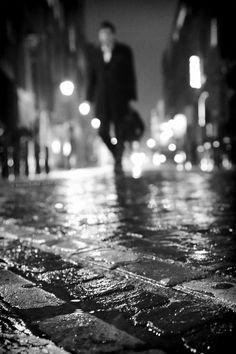 'TFI Friday' © Ronya Galka #Streetphotography #london #rain