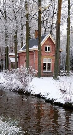 House of the gatekeeper at Kasteel Geldrop in Geldrop, Netherlands • photo: Sylvia Okkerse on Flickr