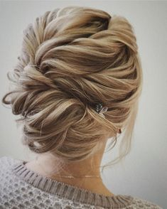 Updo Wedding Hairstyle | fabmood.com #weddinghair #updo #upstyle #hairdos #updos #bridalhair #braids