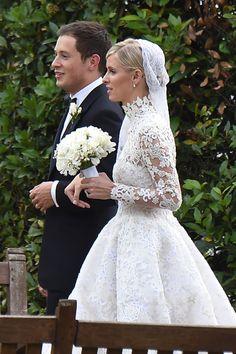 James Rothschild et Nicky Hilton dans les jardins de l'Orangerie du palais de Kensington, le jour de leur mariage. http://www.vogue.fr/mariage/inspirations/diaporama/la-robe-de-marie-valentino-de-nicky-hilton-mariage-avec-james-rothschild/21578#james-rothschild-et-nicky-hilton-dans-les-jardins-de-lorangerie-du-palais-de-kensington-le-jour-de-leur-mariage