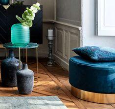Pouf bleu canard : les plus beaux modèles Pouf Bleu, Deco Boheme, Decoration, Furniture, Home Decor, Square Ottoman, Round Ottoman, Blue Velvet, Blue Fabric
