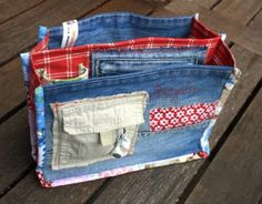 Great denim purse organizer. Recycled lots of pockets, for bunches of storage. Lots of pictures to give you many ideas. Awesome.