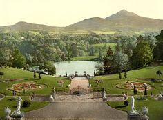 Powerscourt, Irlanda. Por más que vea la foto... aún me estremece saber que estuve ahí, bajando poco a poco sus escaleras, bordeando el lago...