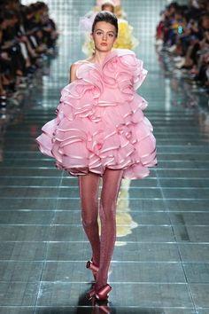 Marc Jacobs Spring 2019 Ready-to-Wear-Kollektion, Runway-Looks, Schönheit, Models, . Pink Fashion, Fashion Week, Couture Fashion, Runway Fashion, Trendy Fashion, Fashion Dresses, Fashion Vintage, Fashion 2020, Fashion History