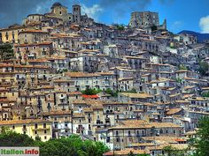 Morano Calabro (CS) - Calabria, Kalabrien - Italy, Italien - The impressive scenery of the old town of Morano Calabro. - Die beeindruckende Kulisse der Altstadt von Morano Calabro. - More at: http://www.italien.info/impressionen